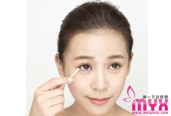 四步即可完美卸净内眼线 不伤皮肤也可轻松卸内眼线