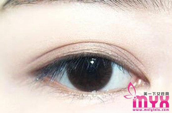 崔雪莉可爱大眼妆怎么画 自然放大双眼更减龄