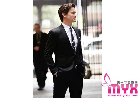 黑西装的穿搭技巧 穿正装的男人怎么都吸睛