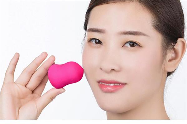 隔离霜用手还是用美妆蛋好 两者之间的区别是什么