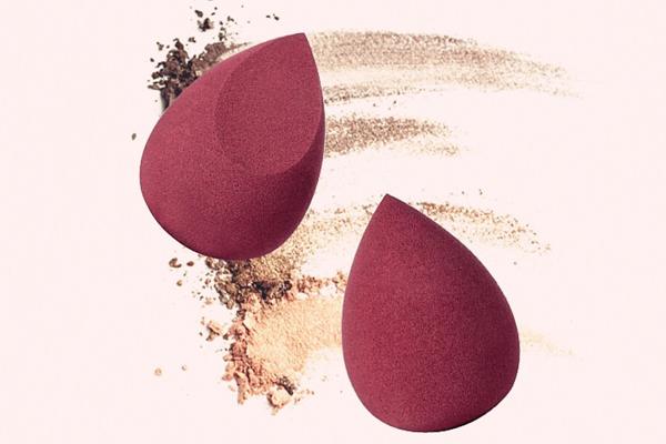 美妆蛋怎么上粉底液 适合化妆新手的上妆技巧之一