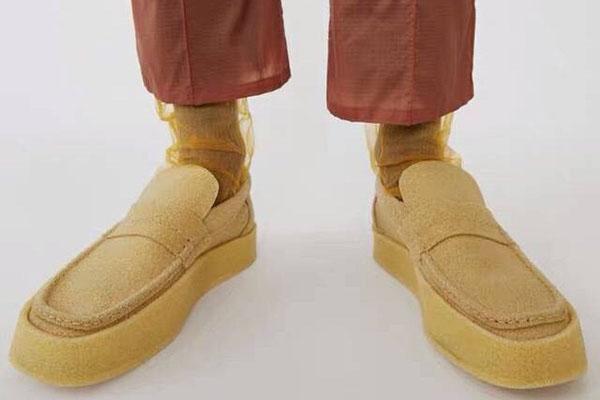 海绵豆豆鞋是什么样子 盘点奇特材质的时尚单品