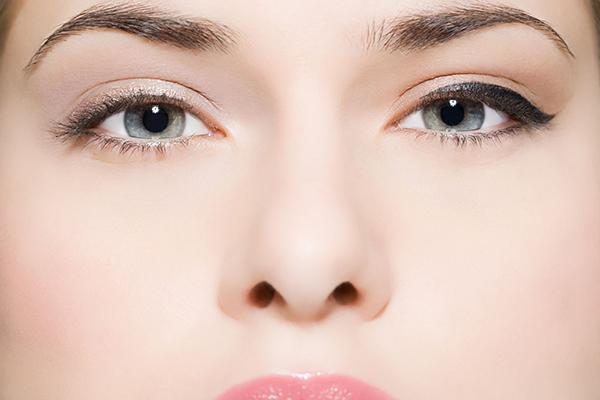 抖音化妆鼻子里塞的是什么 抖音上垫鼻子的是什么